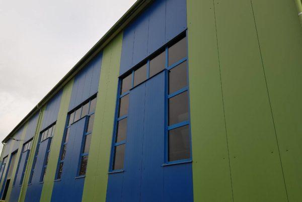 hala opláštená tepelnoizolačnými panelmi