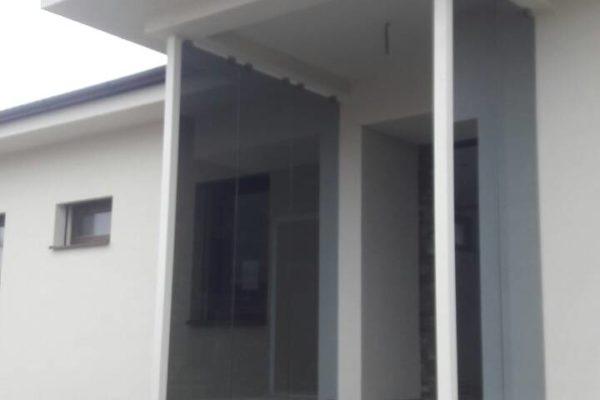 vstup do domu s presklenou výplňou