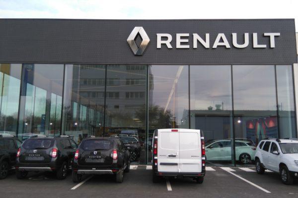 presklená fasáda Renault