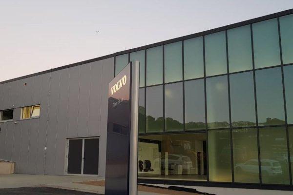 Autosalón presklená fasáda Volvo