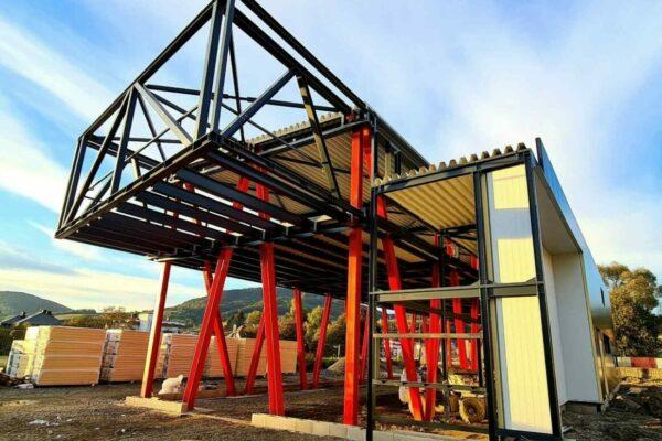 ocelova konstrukcia administrativnej budovy