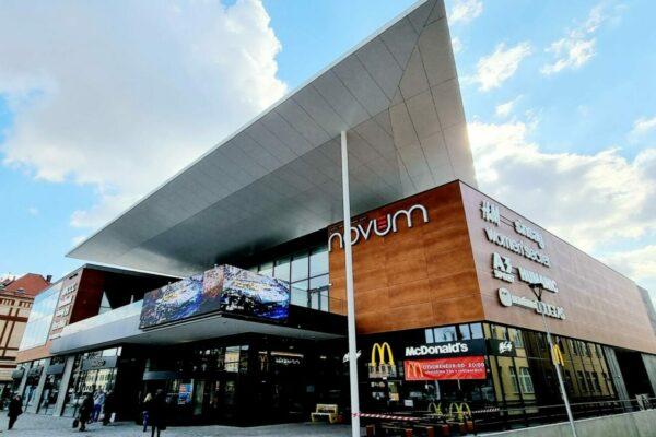 prevetravana fasada pre obchodne centrum